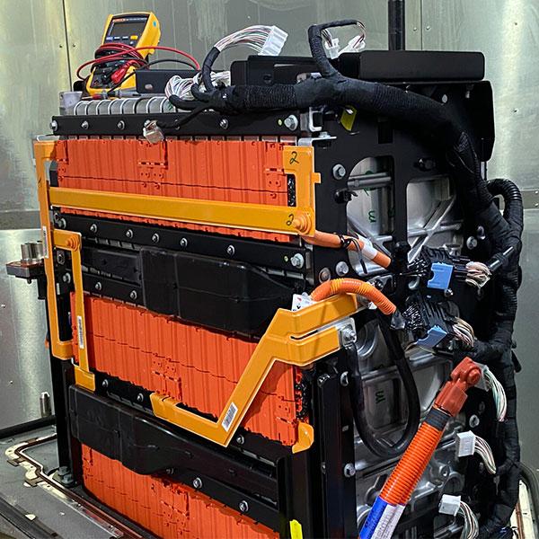 TÜV Rheinland Test von Batteriespeichern